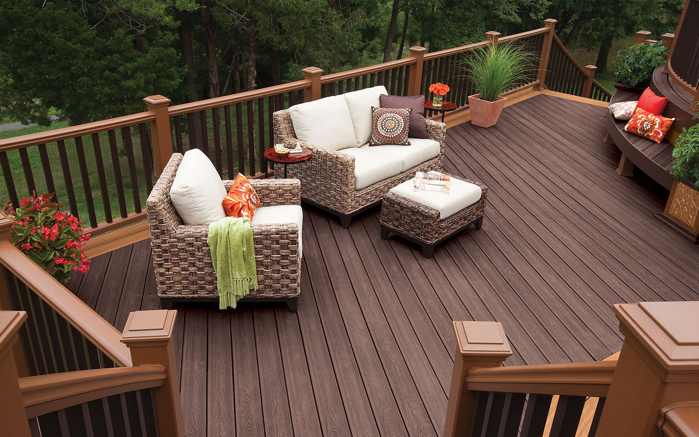 the standard rectangular deck design allows for maximum use of space and versatility - Trex Deck Design Ideas