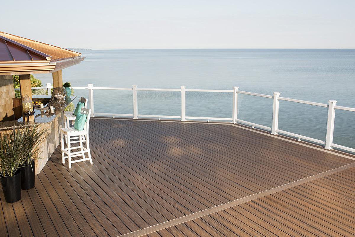 The Trex Blog - Trex's 10 Best Waterside Decks by Pools, Lakes ...